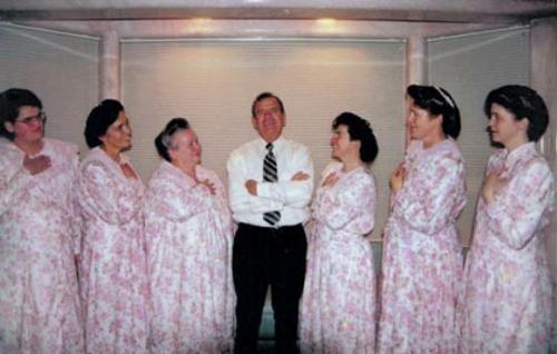 حبس ابد برای ازدواج با دختر 12 ساله و 78 زن دیگر!!