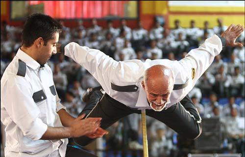 عکس های دیدنی از توانایی های عجیب پیرمرد ایرانی