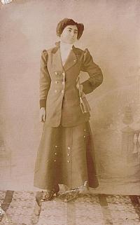 خواندنی در مورد اولین خبرنگار زن در تاریخ ایران +عکس ، www.irannaz.com