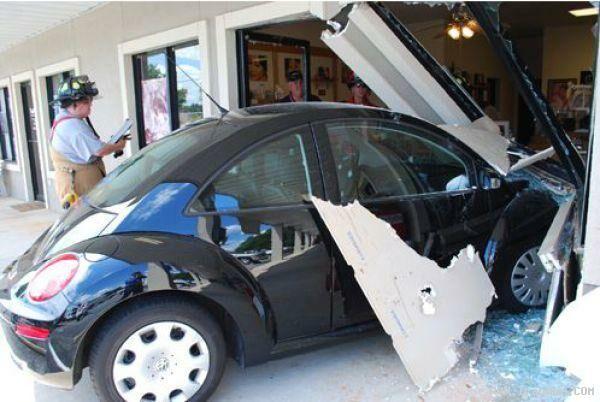 عکس های بسیار خنده دار از شاهکار رانندگی خانمها