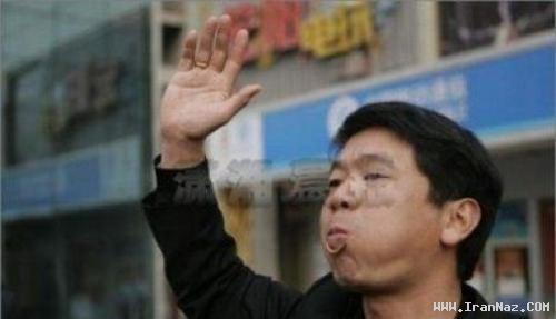 عکس هایی چندش آور از مسابقه کرم خوری در چین!!