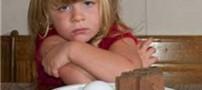 دختر بسیار عجیبی كه لامپ و …. می خورد!! +عکس