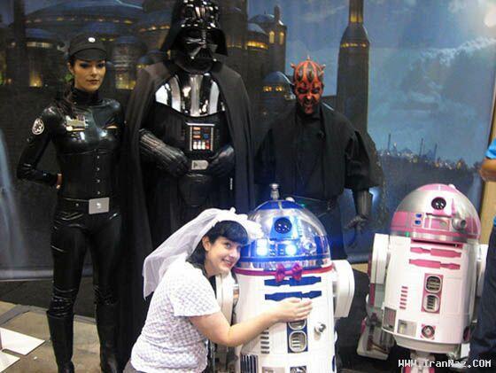 عکس های ازدواج عجیب دختری با ربات جنگ ستارگان