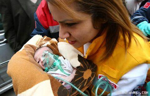 زنده خارج شدن نوزادی 14 روزه از زیر آوار پس از 2 روز!