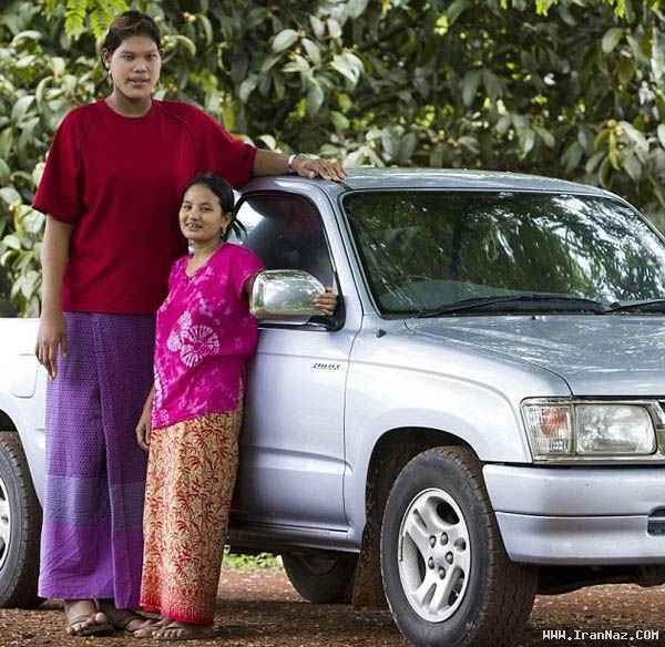 عکس هایی از قد بلندترین دختر جهان با 19سال سن