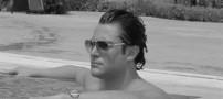 عکس محمد رضا گلزار در استخر منزلش و در حال شنا