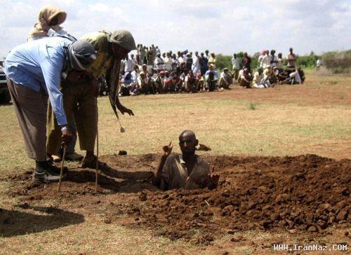سنگسار وحشتناک مردی به جرم تجاوز! +تصاویر 18+
