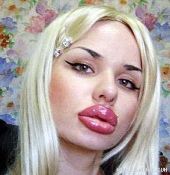شهرت دختری بخاطر لب های بزرگ و عجیبش +عکس