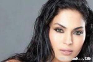 جنجال انتشار عکس های برهنه یک بازیگر زن مسلمان