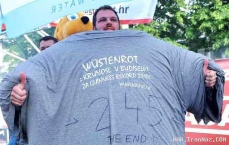 ثبت رکورد خنده دار با پوشیدن 245 تی شرت +عکس