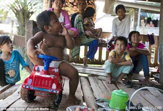 کودکی دو ساله که روز 40 نخ سیگار میکشد!! +عکس