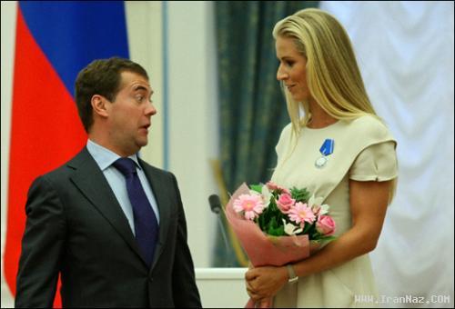 چهره خنده دار رئیس جمهور محترم در دیدار با خانم ها