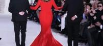 جلب توجه لباس بسیار جالب یک خانم مانکن!! +عکس