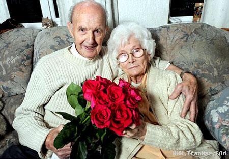 مردی که 70 سال برای همسر خود گل خرید +تصاویر ، www.irannaz.com