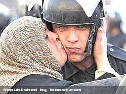 بوسه زن مصری بحث برانگیزترین عکس در 2011 !