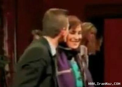 بوسیدن فاطمه معتمد آریا توسط مجری مرد!! +عکس