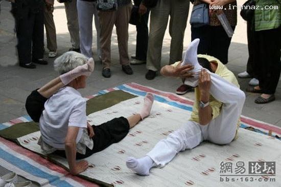 عکس هایی از حرکات باور نکردنی یک پیر زن 90 ساله