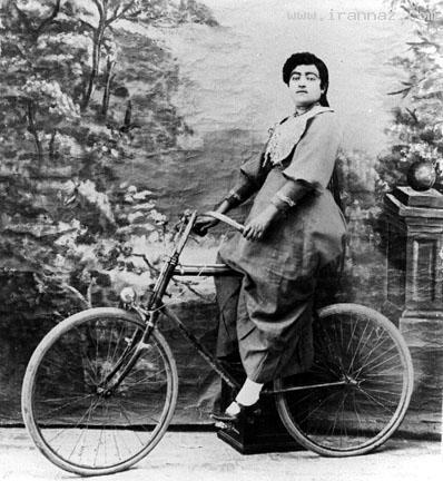 زن قاجار قدیمی ترین زن دوچرخه سوار ایران (تصویری)