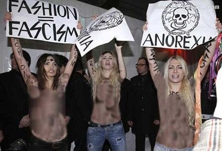 برهنه شدن زنان در اعتراض به استفاده از مانکن لاغر!