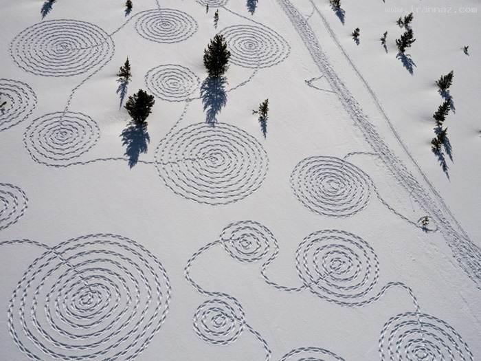 عکس هایی دیدنی از هنر قدم زدن یک دختر روی برف