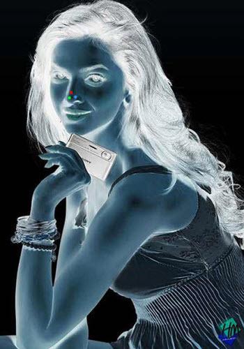 دختری که در تبلیغ شرکت سونی شما را اغوا می کند