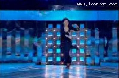 عکسهایی از سوتی خواننده زن هنگام اجرای کنسرت