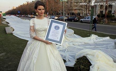 رکورد مانکن سرشناس با لباس عروس عجیب +تصاویر
