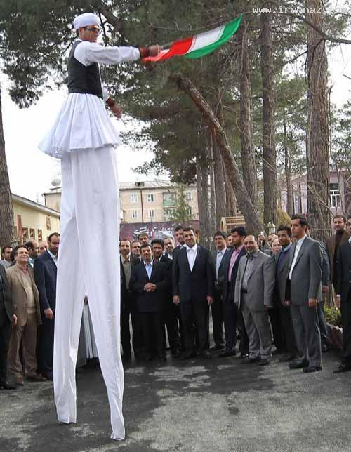 استقبال مرد 6 متری و عجیب از احمدی نژاد (تصویری)