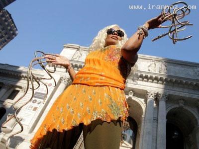 عکس های دیدنی از دختری با بلندترین ناخن های دنیا ، www.irannaz.com