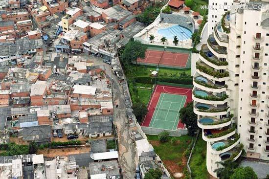 عجیب ترین مرز بین فقرا و ثروتمندان یک شهر +عکس ، www.irannaz.com