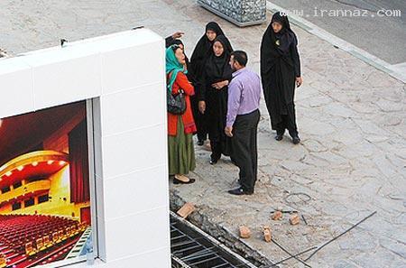 لحظه بازداشت بازیگر زن توسط گشت ارشاد (تصویری)