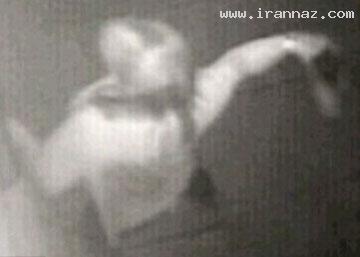 کتک زدن به یک خودپرداز توسط زنی عصبانی! +تصاویر