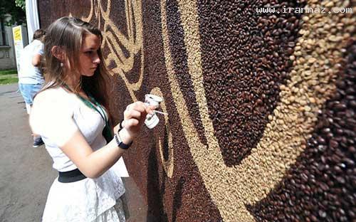 عکس های خلق یک شاهکار هنری با دانه های قهوه