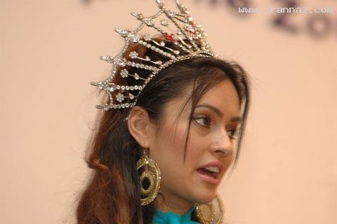 دختری افغانی که ملکه زیبایی انگلستان شد! +عکس