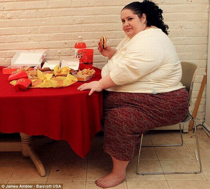 زنی که قصد دارد چاق ترین زن جهان شود!