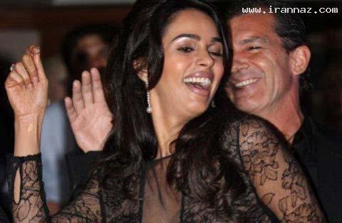 جنجال رقصیدن بازیگر معروف با یک زن هندی! +عکس