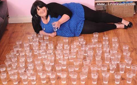 زن عجیبی که در هر روز 25 لیتر آب می نوشد +تصاویر