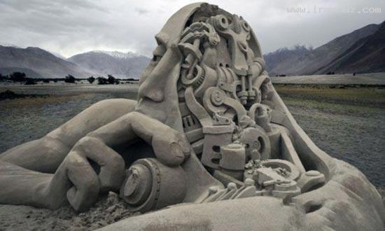 عکس هایی جالب و دیدنی از مجسمه سازی با ماسه