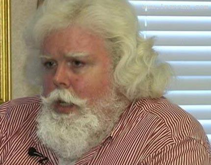 دردسر مردی بخاطر شباهت زیاد به بابا نوئل! +عکس