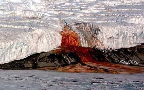 آبشارهای عجیبی که خون از آنها خارج میشود +عکس