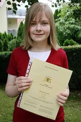 دختر زیبا و 14 ساله نابغه ایرانی در آلمان + عکس