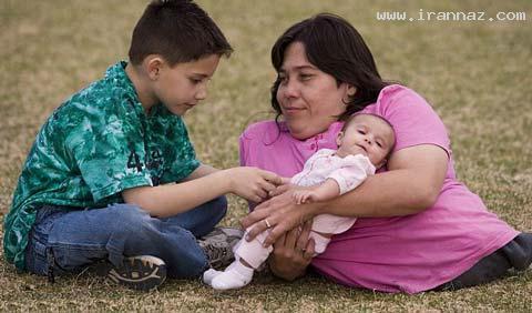 این زن 39 ساله کوتاه ترین مادر جهان است! +عکس