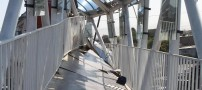 برخورد عجیب و وحشتناک تریلی با پل هوایی(+عکس)