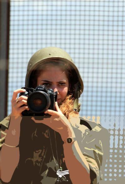 عکاسی دختران سرباز اسرائیلی از مرز لبنان(+تصاویر)