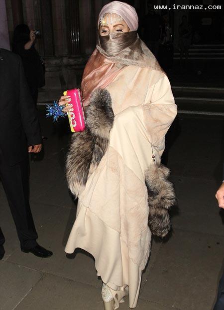 عکسهایی از پوشش بسیار عجیب لیدی گاگا در لندن