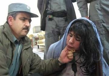 دستگیری برخی از نظامیان طالبان با لباس زنانه!!