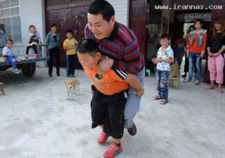 شگفتی مردم از قدرت عجیب این پسر بچه! (+تصاویر)