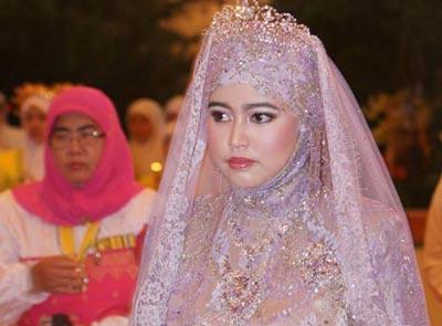 ازدواج 20 میلیون دلاری یک دختر 32 ساله! (+تصاویر)