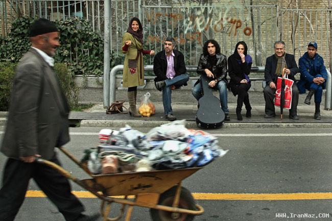 عکس های دیدنی بازیگران سینما در ایستگاه اتوبوس