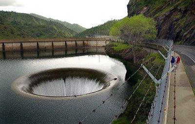 عکس های ترسناک ترین و زیباترین حفره های جهان!!